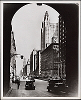0163782 © Granger - Historical Picture ArchivePARK AVENUE, 1944.   View facing north from Grand Central Terminal up Park Avenue showing traffic and the apartments lining the avenue.