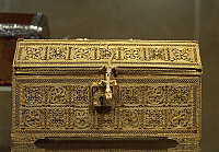 0291149 © Granger - Historical Picture ArchiveDECORATIVE ARTS.   Goldsmith's art, Portugal, 16th century. Gold filigree casket. Indo-Portuguese manufacture. Full Credit: DEA / A. DAGLI ORTI / Granger, NYC -- All rights reserve