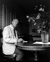 0165068 © Granger - Historical Picture ArchiveVLADIMIR NABOKOV (1899-1977).   Writer Montreux Switzerland 1965. Photographed by Horst Tappe.