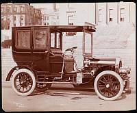 0166079 © Granger - Historical Picture ArchivePIERCE GREAT-ARROW.   1905 Pierce Great-Arrow Suburban parked at the steps of Columbia University's Morningside Heights campus library, New York City. Photograph, c1905.