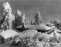 0246255 © Granger - Historical Picture ArchiveMOUNT WILSON, SAN GABRIEL MOUNTAINS, CALIFORNIA, USA.   Snow covered Mt. Wilson Hotel and guest cottages. Ferdinand Ellerman.