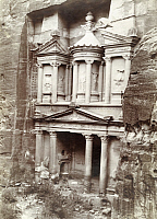 0246925 © Granger - Historical Picture ArchivePETRA, JORDAN.   The Pharaoh's Treasury, Al Khazneh, in Petra. Archibald Forder.