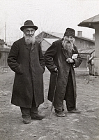 0248691 © Granger - Historical Picture ArchiveJASSY, MOLDAVIA, RUMANIA.   Elderly Jewish men with beards pose for a portrait. Frederick Moore.