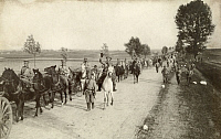 0249216 © Granger - Historical Picture ArchiveRUSSIA.   Thousands of WWI Russian artillery soldiers walk to the front. George H. Mewes.