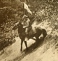0249386 © Granger - Historical Picture ArchiveNEW YORK, UNITED STATES.   A WWI New York National guardsman on horseback bears the Guidon flag. Paul Thompson.