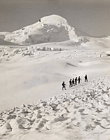 0249923 © Granger - Historical Picture ArchiveALLALINHORN, VALAIS, SWITZERLAND.   A group of climbers ascend the Allalinhorn in single file. Donald Mcleish.