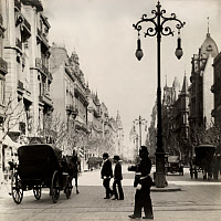 0252039 © Granger - Historical Picture ArchiveBUENOS AIRES, ARGENTINA.   A policeman directs carriages, vehicles and people across a street. Keystone View Co.