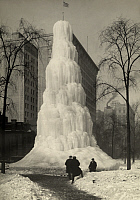 0257501 © Granger - Historical Picture ArchiveDETROIT, MICHIGAN, USA.   Frozen water from a fountain forms a wedding cake ice sculpture. Detroit News.
