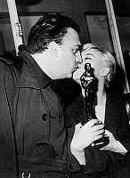 0143766 © Granger - Historical Picture ArchiveGIULIETTA MASINA AND FEDERICO FELLINI.   Giulietta Masina coming back from Hollywood with her academy award and her husband Federico Fellini on april 9, 1957. Full credit: AGIP - Rue des Archives / Granger, NYC -- All rights reserved.