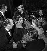 0148841 © Granger - Historical Picture ArchiveLA BELLE QUE VOILA.   Leonide Moguy, Francoise Giroud, Michele Morgan, Edwidge Feuillere, Helene Gordon Lazareff, Simone Berriau at premiere of film La Belle que voila april 20, 1950. Full credit: AGIP - Rue des Archives / Granger, NYC -- All Rights Reserved.