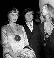 0153890 © Granger - Historical Picture ArchiveMIA FARROW, ROMAN POLANSKI AND SHARON TATE.   Mia Farrow, Roman Polanski and his wife Sharon Tate at premiere of film Rosemary's baby in Paris on october 31, 1968. Full credit: AGIP - Rue des Archives / Granger, NYC -- All rights reserved.