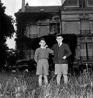 0134066 © Granger - Historical Picture ArchiveFINALY.   Finaly affair 1952-1953 : the two jewish Finaly children , Robert and Gerald, back in Paris june 27, 1953. Full credit: AGIP - Rue des Archives / Granger, NYC -- All righ