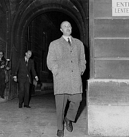 0135689 © Granger - Historical Picture ArchiveATTENTAT OF L'OBSERVATOIRE.   Robert Pesquet, former deputy, leaving the law courts after claiming that he had shot on Francois Miterrand's car (Observatoire assassination attempt ) october 22, 1959. Full credit: AGIP - Rue des Archives / Granger, NYC -- All Rights Reserved.