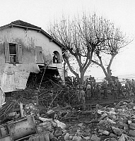 0137259 © Granger - Historical Picture ArchiveCATASTROPHE DU BARRAGE OF MALPASSET.   On december 6, 1959, soldiers are looking for survivors in the damages in Frejus (FRance) after bursting of Malpasset dam on december 2, 1959. Full credit: AGIP - Rue des Archives / Granger, NYC -- All Rights Reserved.
