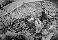 0139008 © Granger - Historical Picture ArchiveCONSEQUENCES DU TSUNAMI AU JAPON, 1960.   The population of a village devasted by the tsunami (following the earthquakes in Chile) which fell down on Japan, seek what can be recovered remains, May 28, 1960. Full credit: AGIP - Rue des Archives / Granger, NYC -- All rights reserved.
