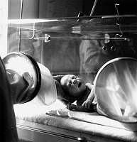 0139202 © Granger - Historical Picture ArchiveCOUVEUSE, 1949.   Baby in incubator, Paris, may 1949. Full credit: AGIP - Rue des Archives / Granger, NYC -- All rights