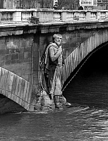 0139236 © Granger - Historical Picture ArchiveCRUE OF THE SEINE.   zouave of Alma bridge in Paris has feet in water after a Seine rise in water level on january 7, 1968. Full credit: AGIP - Rue des Archives / Granger, NYC -- All Rights Reserved.