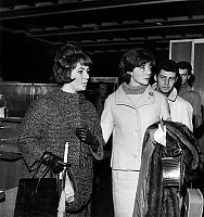 0140789 © Granger - Historical Picture ArchiveELIZABETH TAYLOR.   Elizabeth Liz Taylor with model Bettina and Eddie Fisher in Orly Paris airport before flying to Hollywood december 1, 1960. Full credit: AGIP - Rue des Archives / Granger, NYC -- All rights reserved.
