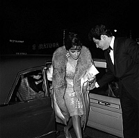 0140795 © Granger - Historical Picture ArchiveELIZABETH TAYLOR.   Elizabeth Taylor with husband Eddie Fisher arriving at premiere of film Suddenly, Last Summer 1959. Full credit: AGIP - Rue des Archives / Granger, NYC -- All Rights Reserved.