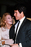 0141539 © Granger - Historical Picture ArchiveFAYE DUNAWAY AND WARREN BEATTY.   Faye Dunaway and Warren Beatty in april 1968. Full credit: AGIP - Rue des Archives / Granger, NYC -- All Rights Reserved.