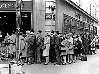 0141795 © Granger - Historical Picture ArchiveFILE D'ATTENTE DEVANT UN BANQUE.   Queue outside a bank in Paris for fear of a strike mai 20, 1968. Full credit: AGIP - Rue des Archives / Granger, NYC -- All rights reserved.