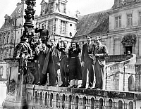 0141855 © Granger - Historical Picture ArchiveFONTAINEBLEAU.   Fine arts students in front of Fontainebleau castle, France, c. 1938. Full credit: AGIP - Rue des Archives / Granger, NYC -- All rights reserved.