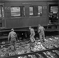 0144032 © Granger - Historical Picture ArchiveGREVE OF CHEMINS OF FER.   Strike of railway workers in France in 1947 : here they are sabotaging track. Full credit: AGIP - Rue des Archives / Granger, NYC -- All rights reserved.