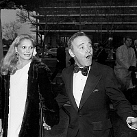 0145487 © Granger - Historical Picture ArchiveJACK LEMMON AND SA FEMME.   Jack Lemmon and his 2nd wife Felicia Farr at Academy Awards in Los Angeles april 8, 1975. Full credit: AGIP - Rue des Archives / Granger, NYC -- All rig