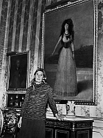 0148930 © Granger - Historical Picture ArchiveLA DUCHESSE D'ALBE.   Maria del Rosari Cayetana FitzJames-Stuart, 18th Duchess of Alba de Tormes, on january 15, 1971 in front of the portrait of her ancestor Cayetana by Goya in Liria palace in Spain. Full credit: AGIP - Rue des Archives / Granger, NYC -- All rights reserved.