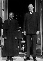 0149252 © Granger - Historical Picture ArchiveL'ABBE FULBERT YOULOU AND CHARLES DE GAULLE.   The abbot Fulbert Youlou, the president of Congo and the french president Charles de Gaulle at the Elysee Palace in Paris, november 20, 1961. Full credit: AGIP - Rue des Archives / Granger, NYC -- All Rights Reserved.