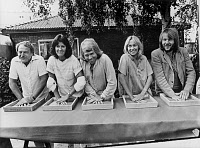 0149790 © Granger - Historical Picture ArchiveLE GROUPE ABBA.   Swedish group ABBA making the print of their hands in bronze plate in Stockholm with l-r : manager Stickan Anderson then singers AnniFrid Lyngstad, Bjorn Ulvaeus, Agnetha Faltskog and Benny Anderson on august 10, 1979. Full credit: AGIP - Rue des Archives / Granger, NYC -- All righ