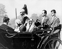 0150215 © Granger - Historical Picture ArchiveLE ROI FAISAL.   king Faisal of Saudi Arabia (1964-1975) and queen Elizabeth II on may 10, 1967 during official visit in England with royal guard. Full credit: AGIP - Rue des Archives / Granger, NYC -- All rights reserved.