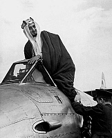 0150217 © Granger - Historical Picture ArchiveLE ROI FAISAL D'ARABIE SAOUDITE.   king Faisal of Saudi Arabia aboard plane in the 50's. Full credit: AGIP - Rue des Archives / Granger, NYC -- All rights reserved.