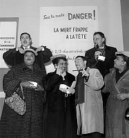 0150651 © Granger - Historical Picture ArchiveLES FRERES JACQUES AND THE PETER SISTERS.   French singers freres Jacques and the Peter Sisters november 19, 1958. Full credit: AGIP - Rue des Archives / Granger, NYC -- All rights