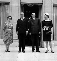 0150840 © Granger - Historical Picture ArchiveLES SOUVERAINS OF LIECHTENSTEIN A PARIS.   At Elysee palace in Paris on may 26, 1965 : l-r : Mrs Yvonne de Gaulle, prince Francois-Joseph II (Franz Josef II) of Liechtenstein, Charles de Gaulle, Georgina von Wilczek princess of Liechtenstein. Full credit: AGIP - Rue des Archives / Granger, NYC -- All Rights Reserved.