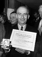 0151335 © Granger - Historical Picture ArchiveLOUIS OF FUNES.   Louis de Funes with humour prize GeorgesCourteline for his role in film L'Homme Orchestre by SergeKorber and Le Gendarme en balade by JeanGirault on january 6, 1971. Full credit: AGIP - Rue des Archives / Granger, NYC -- All Rights Reserved.