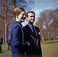 0152531 © Granger - Historical Picture ArchiveMARGUERITE OF DANEMARK AND HENRI OF LABORDE OF MONPEZAT.   In park of Fredensborg castle, may 1967, princess Margrethe of Denmark (future queen Margrethe II) and her fiance future prince Henrik (Henri de Laborde de Monpezat). Full credit: AGIP - Rue des Archives / Granger, NYC -- All rights reserved