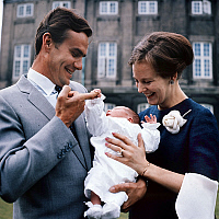 0152541 © Granger - Historical Picture ArchiveMARGUERITE DU DANEMARK IN FAMILLE.   Princess Margrethe of Denmark (future queen Margrethe II) and her husband prince Henrik (Henri de Laborde de Monpezat) with their son prince Frederik, may 1968. Full credit: AGIP - Rue des Archives / Granger, NYC -- All Rights Reserved.