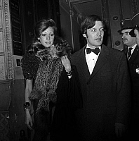 0153251 © Granger - Historical Picture ArchiveMARISA BERENSON AND DAVID OF ROTHSCHILD.   Marisa Berenson and her fiance David de Rothschild arriving at the Olympia in Paris for premiere of LizaMinnelli december 8, 1971. Full credit: AGIP - Rue des Archives / Granger, NYC -- All rights