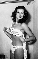 0154814 © Granger - Historical Picture ArchiveMISS FRANCE 1949 : JULIETTE FIGUERAS.   Juliette Figueras, Miss France 1949. Full credit: AGIP - Rue des Archives / Granger, NYC -- All Rights Reserved.