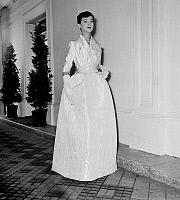 0155270 © Granger - Historical Picture ArchiveMODE FATH.   Presentation in august 1955 of fashion by Jacques Fath for autumn-winter 1955-1956 : evening dress. Full credit: AGIP - Rue des Archives / Granger, NYC -- All rights r