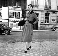0155279 © Granger - Historical Picture ArchiveMODE FATH.   Presentation on august 18, 1954 of fashion by Jacques Fath for winter 1954-1955 : coat. Full credit: AGIP - Rue des Archives / Granger, NYC -- All rights reserved.