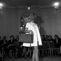0155288 © Granger - Historical Picture ArchiveMODE FATH 1954.   Jacques Fath fashion, january 28, 1954 : gadgets of his new collection : polka dot hat with encrusted with sunglasses and bag. Full credit: AGIP - Rue des Archives / Granger, NYC -- All rights reserved.