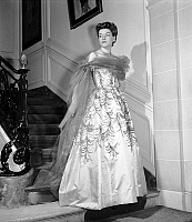 0155371 © Granger - Historical Picture ArchiveMODE JACQUES FATH.   Presentation on february 21, 1953 of fashion by Presentation le 21 fevrier 1953 de la mode Jacques Fath, for spring-summer 1953 : evening dress with stole. Full credit: AGIP - Rue des Archives / Granger, NYC -- All righ