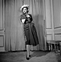 0155379 © Granger - Historical Picture ArchiveMODE JACQUES FATH.   Presentation of fashion by Jacques Fath november 1950 : elegant dress with hat. Full credit: AGIP - Rue des Archives / Granger, NYC -- All rights reserved.