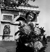 0155790 © Granger - Historical Picture ArchiveMUGUET.   sale of bunches of lily of the valley in front of Arch of Triumph in Paris on labour day may 01, 1952. Full credit: AGIP - Rue des Archives / Granger, NYC -- All rights r