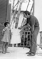 0158874 © Granger - Historical Picture ArchiveRENATO SALVATORI.   Renato Salvatori with daughter Giulia in holidays in Forte dei Marmi a Viareggio july 7, 1967. Full credit: AGIP - Rue des Archives / Granger, NYC -- All rights