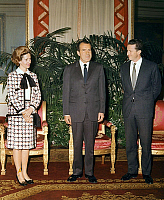 0159208 © Granger - Historical Picture ArchiveRICHARD NIXON, THE REINE FABIOLA AND THE ROI BAUDOUIN.   american president Richard Nixon at Royal Palace in Brussels with king Baudouin 1st and queen Fabiola february 24, 1969. Full credit: AGIP - Rue des Archives / Granger, NYC -- All rig