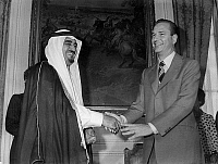 0160569 © Granger - Historical Picture ArchiveSIGNATURE OF L'ACCORD OF COOPERATION ECONOMIQUE IN 1975.   The crown prince to the throne of Saudi Arabia, Fahd Bin Abdul-Aziz Al Saoud (future king of Saudi Arabia) and Jacques Chirac, French Prime Minister, tighten the hand after the signature of the economic Cooperation agreement, in Paris, July 24, 1975. Full credit: AGIP - Rue des Archives / The Grange