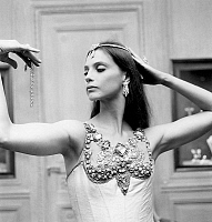 0161032 © Granger - Historical Picture ArchiveSUZANNE FARRELL.   Dancer Suzanne Farrell wearing Van Cleef and Arpels jewelry for GeorgeBalanchine's ballet Jewels september 24, 1976 in Paris. Full credit: AGIP - Rue des Archives / Granger, NYC -- All rights reserved.